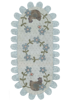 Hens nest tablerunner large