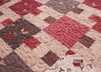 Wendys candy cane angel quilt 2